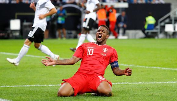 Jefferson Farfán erró el posible gol de la victoria para la selección peruana frente a Alemania, tras magistral habilitación de Luis Advíncula (Foto: EFE)