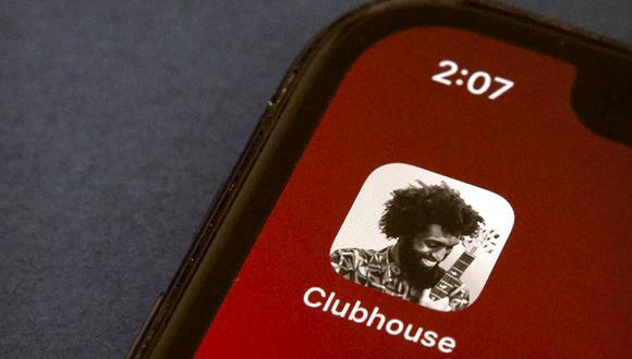 El ícono de la aplicación Clubhouse se ve en la pantalla de un teléfono inteligente en Beijing, el pasado martes 9 de febrero de 2021, antes de que fuera censurada. (Foto AP / Mark Schiefelbein)