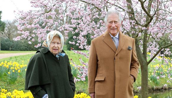 La reina Isabel II y el príncipe Carlos de Gales. (Foto: Chris Jackson | Buckingham Palace | AFP)