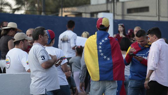 Los ciudadanos venezolanos deberán presentar el pasaporte con el visado para entrar a Perú. (Foto: Hugo Pérez/El Comercio)
