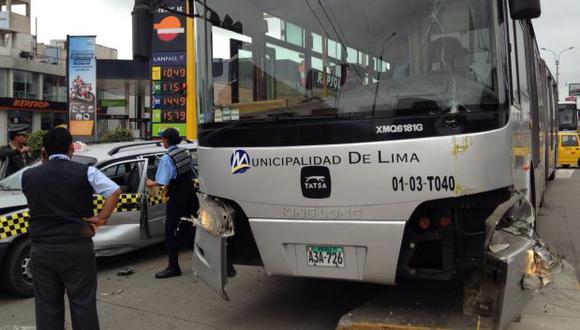 Barranco: choque entre Metropolitano y taxi dejó 6 heridos