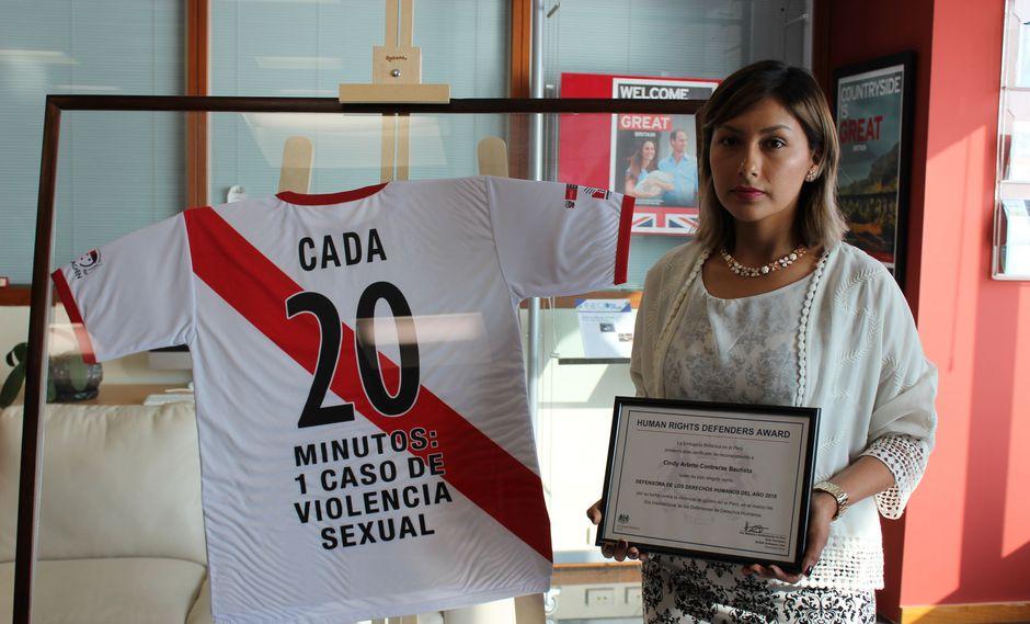 Arlette Contreras recibe distinción por su lucha contra la violencia hacia las mujeres