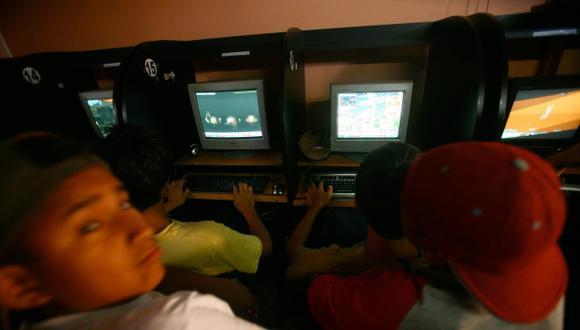 Multarán a cabinas de Internet sin filtros para menores de edad