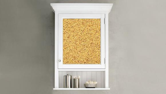 Puedes colocar el corcho en las puertas de tus gabinetes, tanto de cocina como de baño. (Foto: apartmenttherapy.com)
