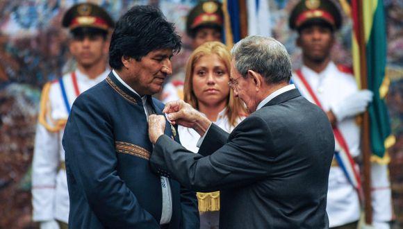 Evo Morales también rindió el tradicional homenaje al prócer independentista de Cuba, José Martí, con una ofrenda floral. (Foto: AFP)
