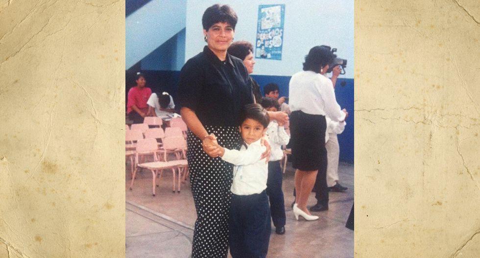 Estefania Arismendiz Zapata. En esta foto tenía 38 años y estaba junto a su hijo Miguel en el colegio. Ella nació en Talara, Piura, tiene actualmente 63 años, dos hijos (Rebeca, de 35 y Miguel, de 30). Tiene también dos nietos, Leo y Amelie.