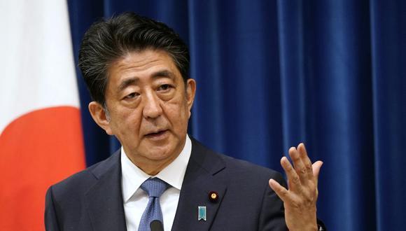El primer ministro japonés, Shinzo Abe, habla durante su conferencia de prensa en la residencia oficial del primer ministro en Tokio. (Foto de Franck ROBICHON / POOL / AFP)