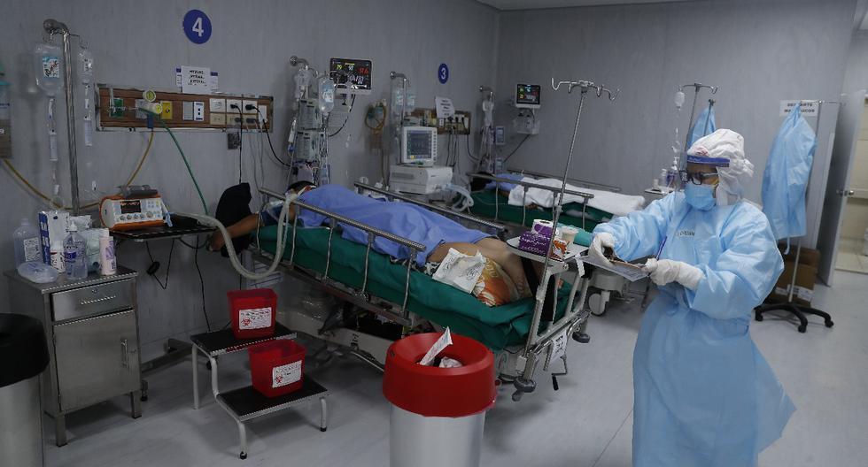 Carlos Lescano Alva, presidente de la Sociedad Peruana de Medicina Intensiva (Sopemi), criticó que el personal administrativo que no está en contacto con los pacientes con COVID-19, y el personal de salud que está haciendo teletrabajo o se encuentra con licencia tenga acceso a este tipo de bonos.