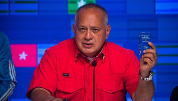 Diosdado Cabello, líder del Partido Socialista Unido de Venezuela (PSUV), habla tras el anuncio de los resultados de las elecciones legislativas en Caracas el 7 de diciembre de 2020. (Foto de Cristian Hernandez / AFP).