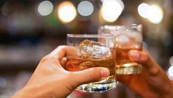 El whisky puedes disfrutarlo, especialmente, con comida nikkei (fusión de gastronomía peruana y japonesa), carnes rojas a la parrilla, entradas y postres, entre otras opciones. (Getty Images)