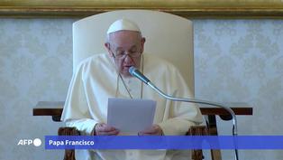 Papa Francisco dice que mantiene su viaje a Irak pese a ataque con cohetes del miércoles