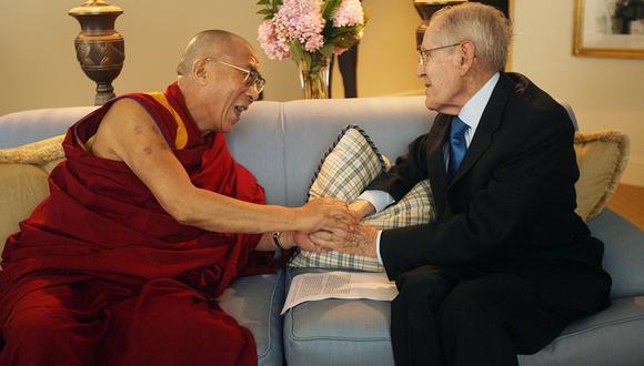 El Dalai Lama en entrevista con Francisco Miró Quesada Cantuarias. (Foto: Enrique Cúneo/ Archivo El Comercio)