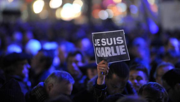 """Una de las manifestaciones de apoyo a la revista """"Charlie Hebdo"""". Imagen tomada el 7 de enero del 2015. (AFP / THIERRY ZOCCOLAN)"""