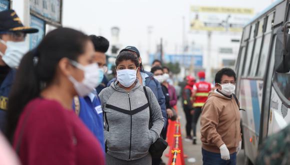 La presidenta ejecutiva de la ATU verifica el cumplimento del protocolo sanitario en el transporte público en el cruce de las avenidas Morales Duárez y Elmer Faucett. (Foto: ATU)