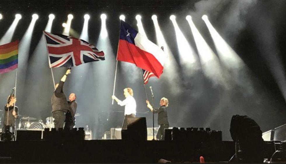Grande fue la sorpresa de los presentes al percatarse de que lo que debía ser la bandera del estado de Texas era la de Chile. (Foto: Captura/Twitter)