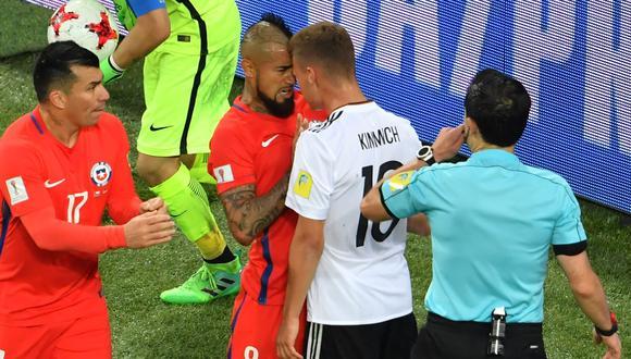 Vidal y Kimmich, compañeros en el Bayern, protagonizaron empujones en final. (Foto: AFP)