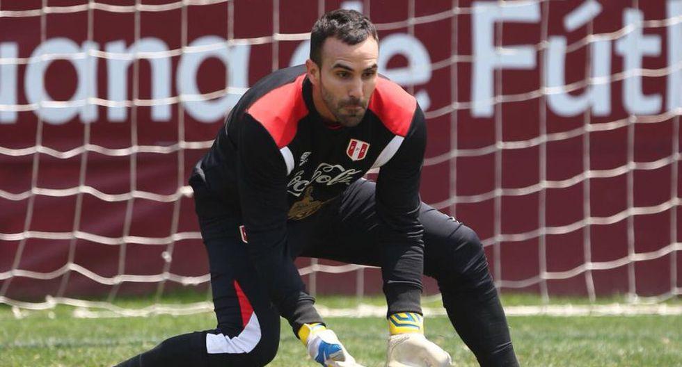 José Carvallo demasiado concentrado a la hora de controlar una pelota. (Foto: FPF)