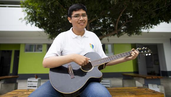 Enrique Mariño. Tiene 15 años, toca la viola, y necesita ayuda para estudiar en la mejor universidad de música del mundo. FOTO: ONG Perú Champs.