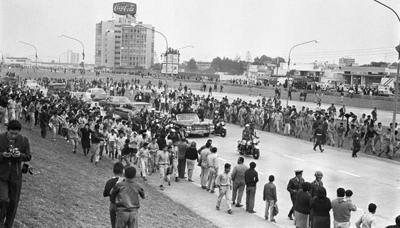 El proceso de construcción de la Vía Expresa cambió el rostro de la ciudad, pues supuso una profunda excavación para hacer la 'zanja' por la que miles de vehículos circulan a diario. (GEC Archivo Histórico)