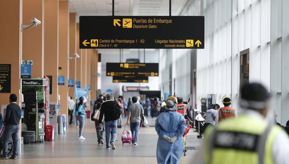 """En """"Vuela fácil"""" encontrarás toda la información sobre trámites y protocolos para tu vuelo. (Foto: Leandro Britto / GEC)"""