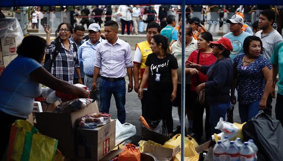 Vecinos e instituciones se sumaron a la cruzada de solidaridad por los afectados del incendio en Villa El Salvador. (GEC)
