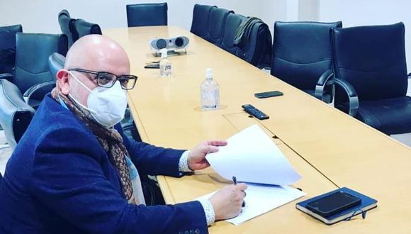 Beto Ortiz afirmó que ya firmó contrato para un programa en televisión. Sin embargo, no comunicó en qué canal se emitirá. (Foto: Facebook / Beto Ortiz oficial).