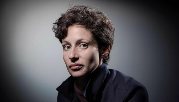 """A los 16 años, la escritora y dramaturga Alice Zeniter (Alenzón, 1986) publicó su primera novela """"Deux moins un égal zéro"""" ( 2003)."""