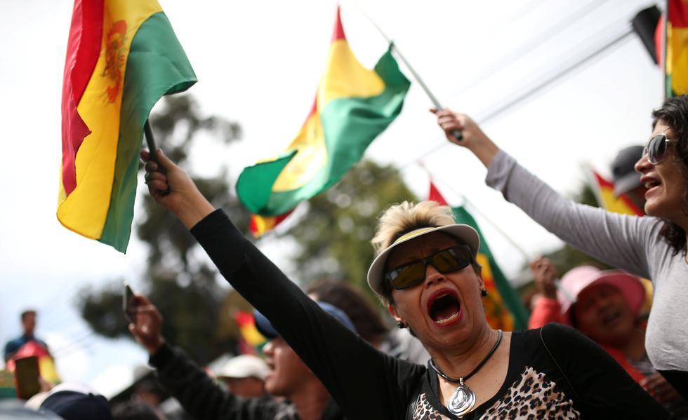 Manifestantes antigubernamentales se concentras en las cercanías del hotel Casa Grande en La Paz, Bolivia. (REUTERS / Luisa González).