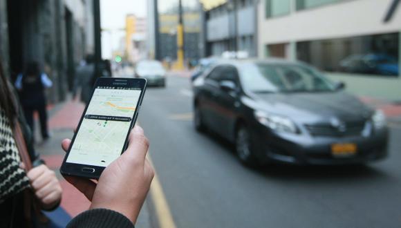 Las aplicaciones han venido a darle una alternativa más barata, segura y cómoda a los usuarios de taxis en Lima. (Foto: El Comercio)