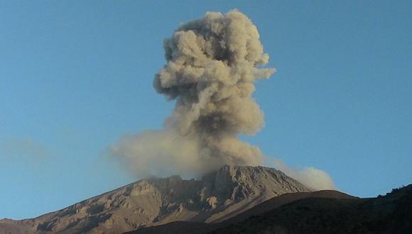 Volcán Ubinas registró una nueva explosión esta mañana