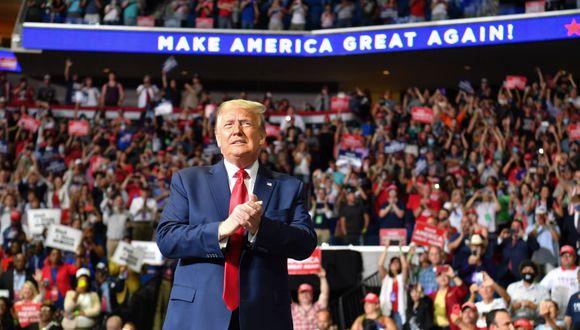 El pasado 20 de junio, en plena emergencia por el coronavirus, Donald Trump encabezó un mitin en Tulsa en un estadio cerrado ante miles de simpatizantes. (Foto: Nicholas Kamm / AFP).