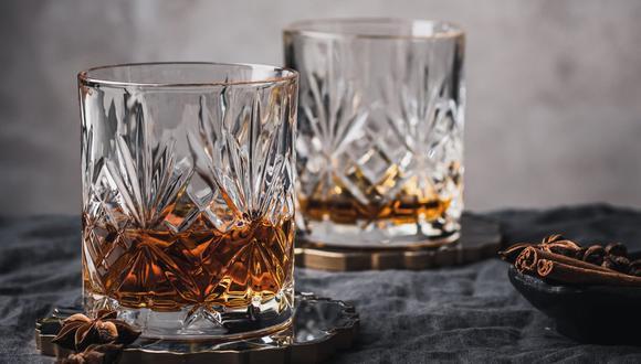 El catar whisky también conecta con el sentido olfativo. (Foto:  Anna Pyshniuk / Pexels)