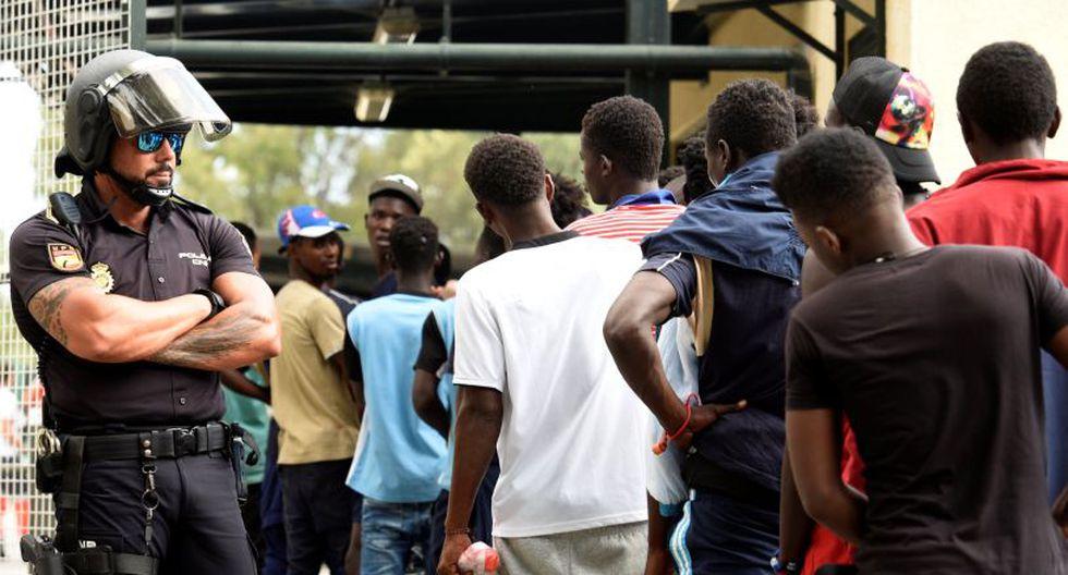 Las ambulancias de la Cruz Roja tuvieron que dirigirse urgentemente hasta las inmediaciones del CETI, donde atendieron a varios subsaharianos de heridas, cortes y contusiones leves. (Foto: Reuters)