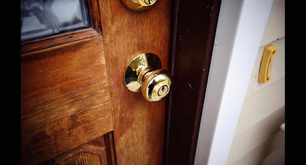 Acaba con los sonidos de las puertas. Un poco de crema de aceite de oliva bastará para acabar  con las puertas chirriantes de la casa. Lo único que debes hacer es echar un poco de aceite en un paño humedecido y pasarlo por las bisagras o cerraduras. (Foto: Shutterstock)
