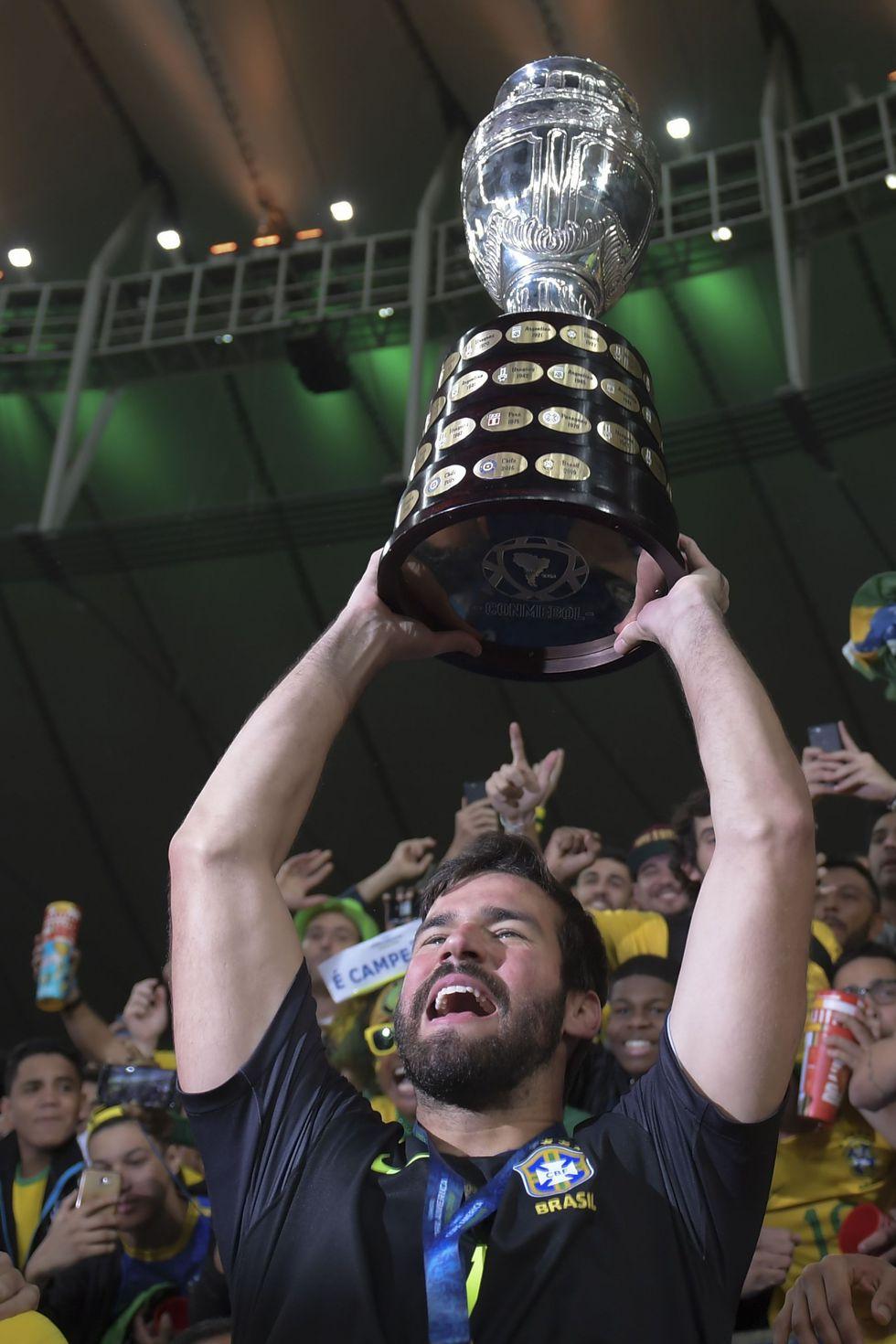 Alisson, su arquero, fue el de más vallas invictas (5) y el mayor porcentaje de atajadas (88,9%), entre quienes disputaron al menos cuatro encuentros en el torneo. (Foto: AFP)