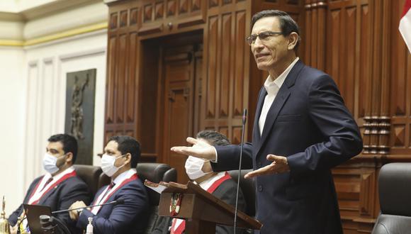 El presidente Martín Vizcarra interviene durante el proceso de vacancia en su contra, rechazado el pasado setiembre, en el hemiciclo del Legislativo. (Foto: Congreso).