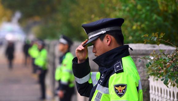 Imagen referencial. La policía surcoreana monta guardia en Seúl, Corea del Sur, el 8 de noviembre de 2017. (JUNG YEON-JE / AFP).