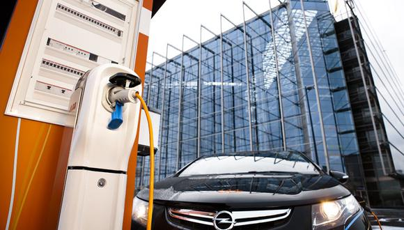 El Minem publicó el pasado fin de semana la normativa que sienta las bases para la instalación de cargadores eléctricos en grifos, hogares, estacionamientos y locales comerciales.