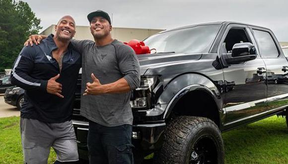Dwayne Johnson no escatima en gastos para sorprender a sus más cercanos. (Foto: Facebook)