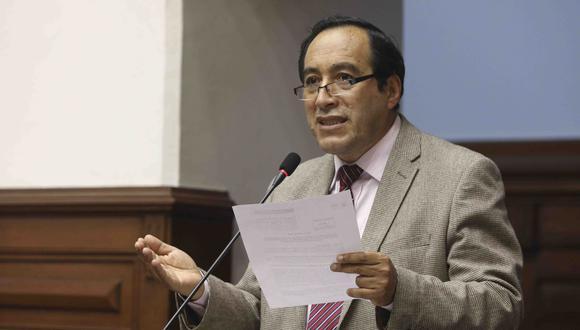 El congresista de Acción Popular planteaba que el Ministerio del Interior forme una comisión especial, que evalúe las solicitudes de reincorporación. (Foto: Congreso)