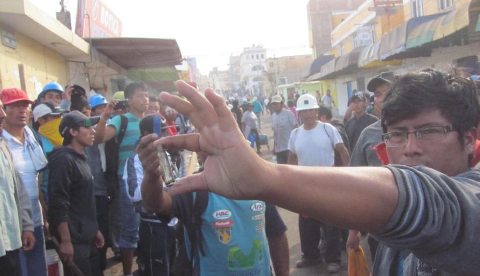 Violento enfrentamiento entre policías y mineros en Chala - 4