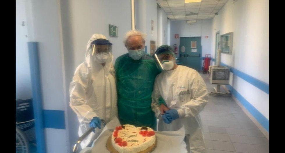 Umberto con el pastel de aniversario. (Foto: Twitter)