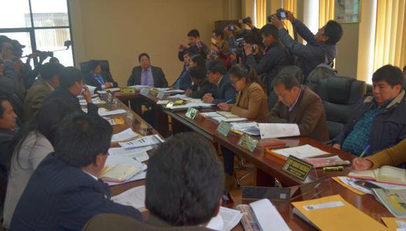 Las acusaciones mutuas entre los consejeros sobre desconocimiento de normas legales y procedimientos en torno a los pedidos de licencia y suspensión frustraron el debate (Foto: Carlos Fernández)