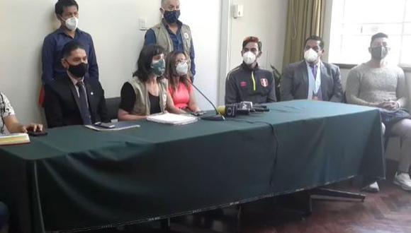 La Coordinadora Nacional de Derechos Humanos en compañía de los familiares de los fallecidos, Inti Sotelo y Jack Pintado, y de los heridos realizó una conferencia de prensa. (Foto: Captura Facebook)