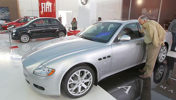 Dolarización del crédito vehicular disminuye a toda velocidad
