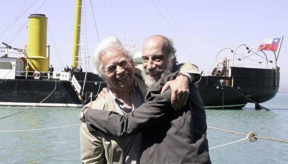 A la izquierda, el fallecido poeta peruano Rodolfo Hinostroza. A la derecha, el premiado Raúl Zurita. (Foto: AP)