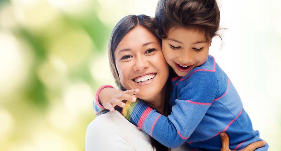 """""""Piquitos"""" entre padres e hijos: ¿hay límites en los besos? - 2"""
