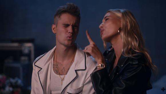 """Justin Bieber y Hailey Baldwin se muestran románticos en el video de """"10,000 Hours"""", estrenado poco después de su boda. (Foto: YouTube)"""