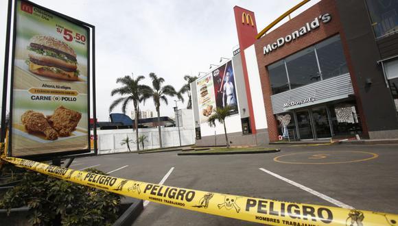 La Municipalidad de Pueblo Libre clausuró el local de McDonald's, ubicado en el cruce de las avenidas La Marina y Universitaria, tras la muerte dos jóvenes cuando se encontraban realizando sus labores en la mencionada fast food. (César Grados / GEC)