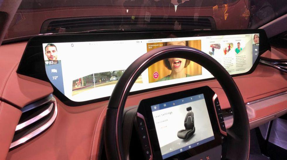 El auto eléctrico Byton's M-Byte cuenta con una pantalla táctil de 7 pulgadas en el timón, que permanece fija y en posición vertical. Ello le permitirá al conductor controlar el sistema. Asimismo, cuenta con una pantalla panorámica de 48 pulgadas usada para su sistema de entretenimiento y navegación.  (Foto: Reuters)